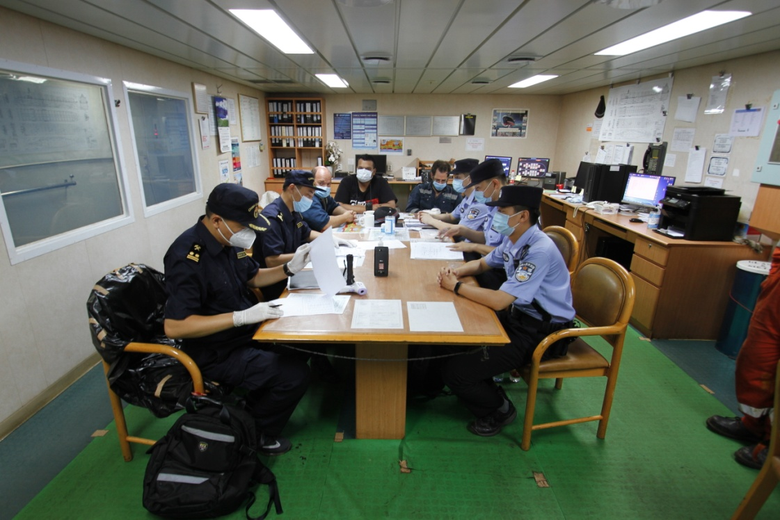 秦皇岛边检站联合多部门 开展港区专项清查行动