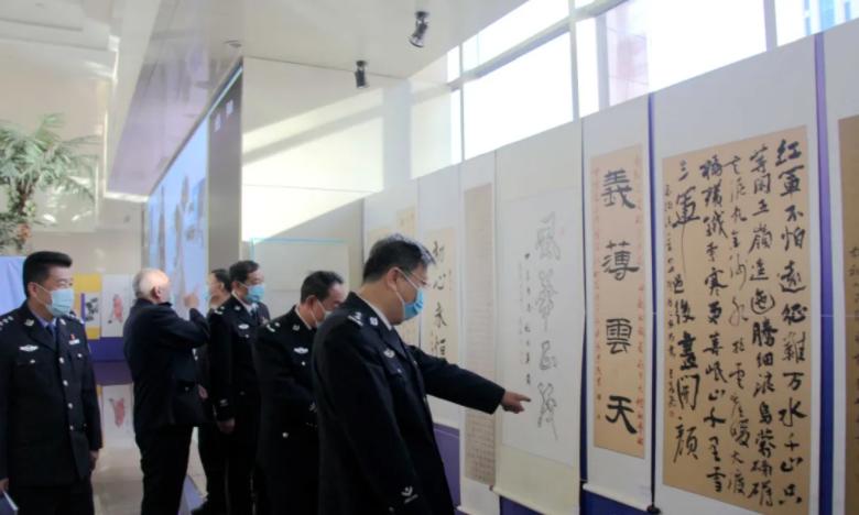 「墨香抒忠诚」承德市公安局开展书画展览活动庆祝中国人民警察节